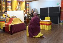 旺扎上尊在圣迹寺诵经加持供灯信众-第三世多杰羌佛正法